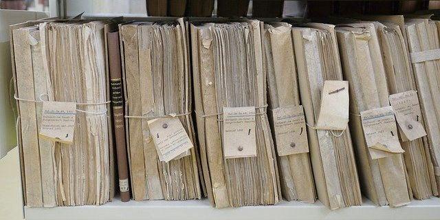 Carpetas de folios con etiquetas, como las categorías y etiquetas de WordPress